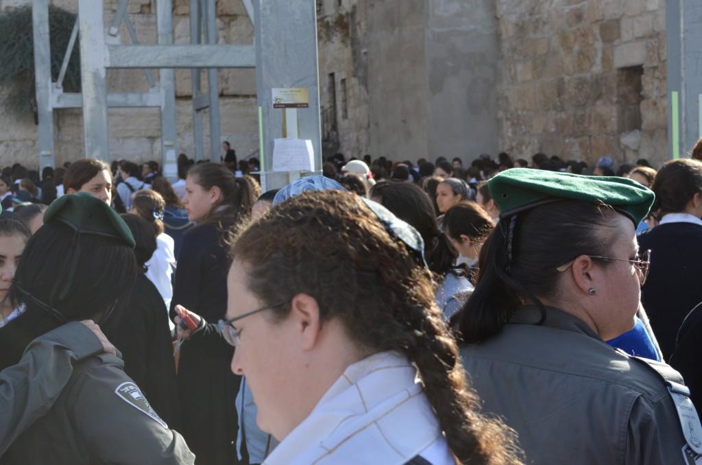 Weibliche Sicherheitskräfte im Frauenteil an der Klagemauer