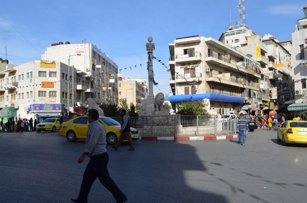 Lion's square