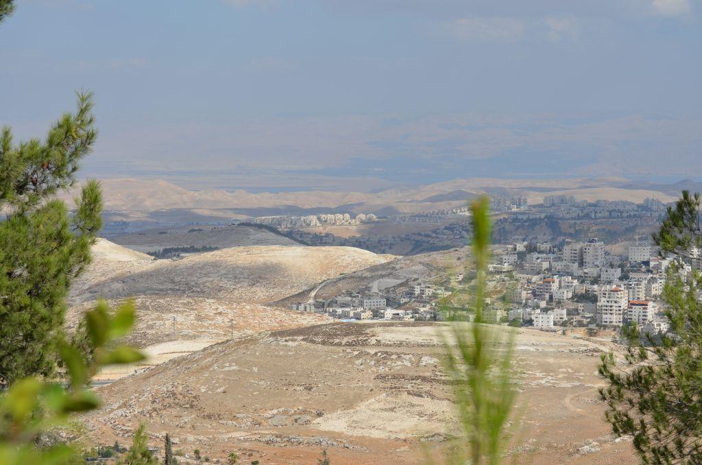 Ost-Jerusalem, dahinter das Tote Meer