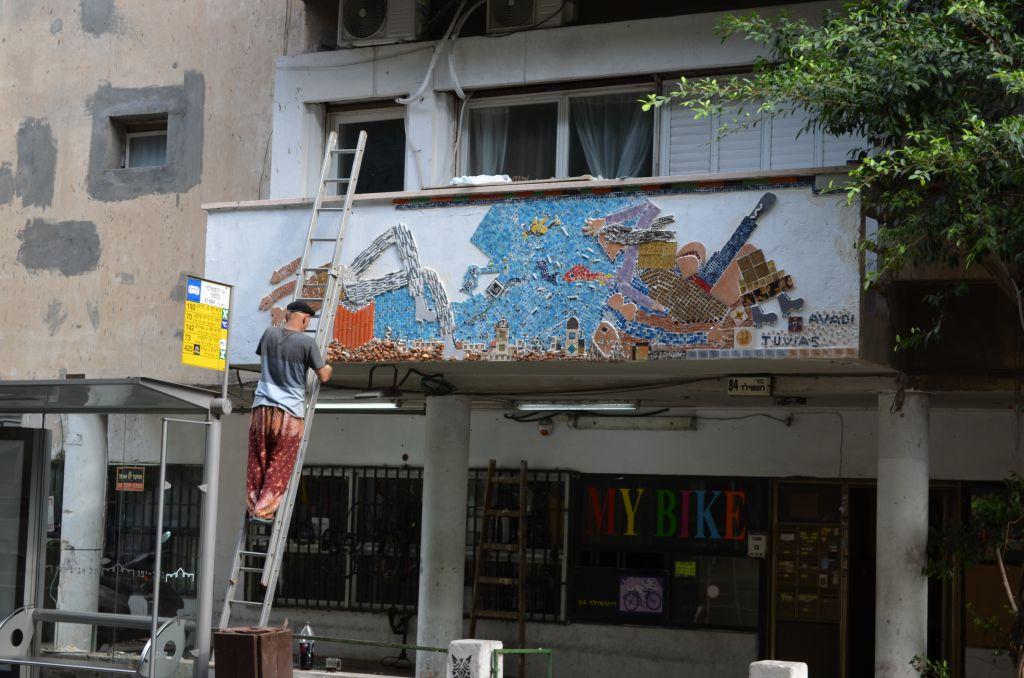 Renovierungsarbeiten: Die Weiße Stadt zerfällt