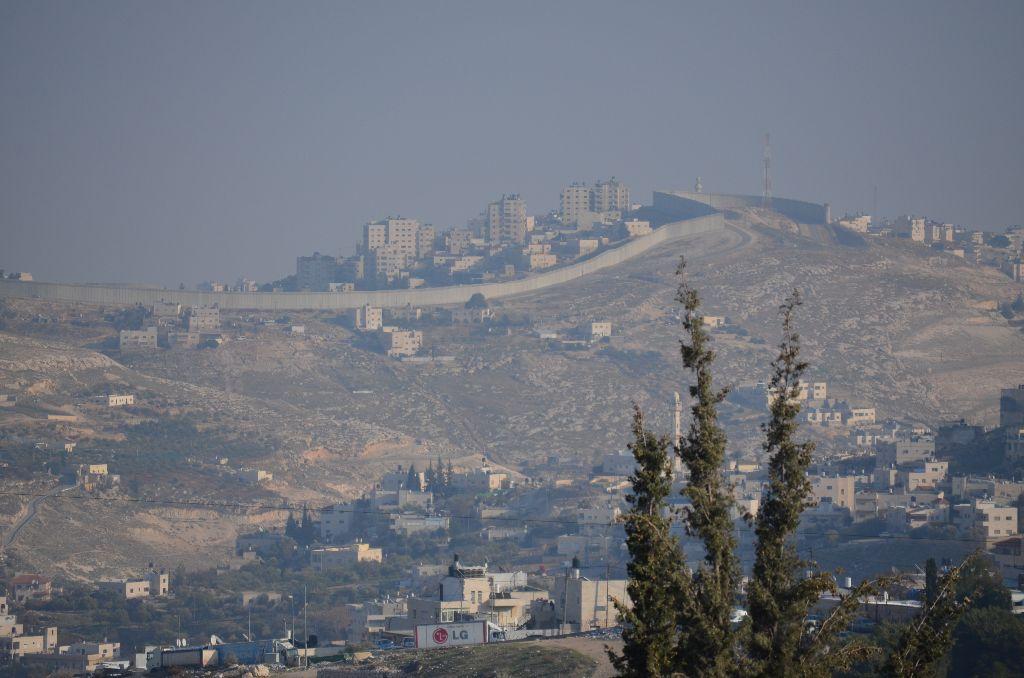 Ost-Jerusalem, im Hintergrund die Mauer