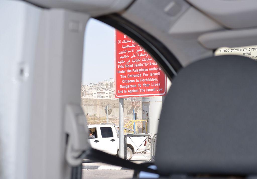 Wanung für Israelis am Qualandia Checkpoint