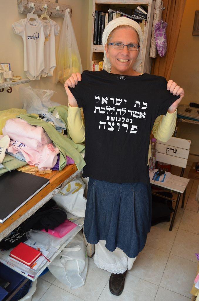 Jerusalem_Rachal GInsberg mit T-Shirt2_Elisa Makowski