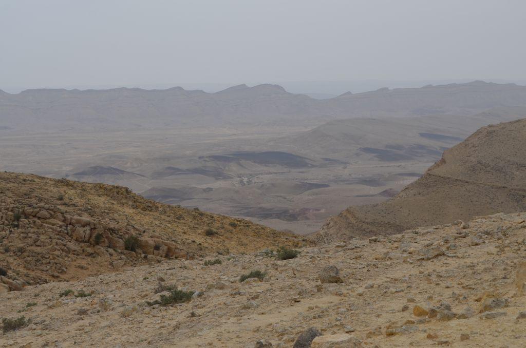 Stein, Stein, Stein. Und irgendwo da hinten liegt das Tote Meer. Januar 2014